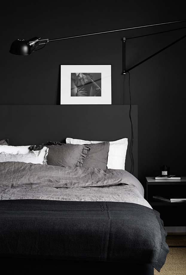 os tons mais escuros de cinza e até mesmo o preto formam um quarto incrível