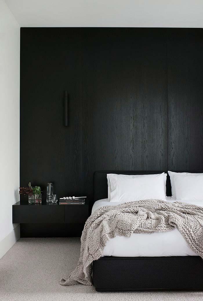 aposte no preto fosco na hora de dar uma renovada em móveis de madeira