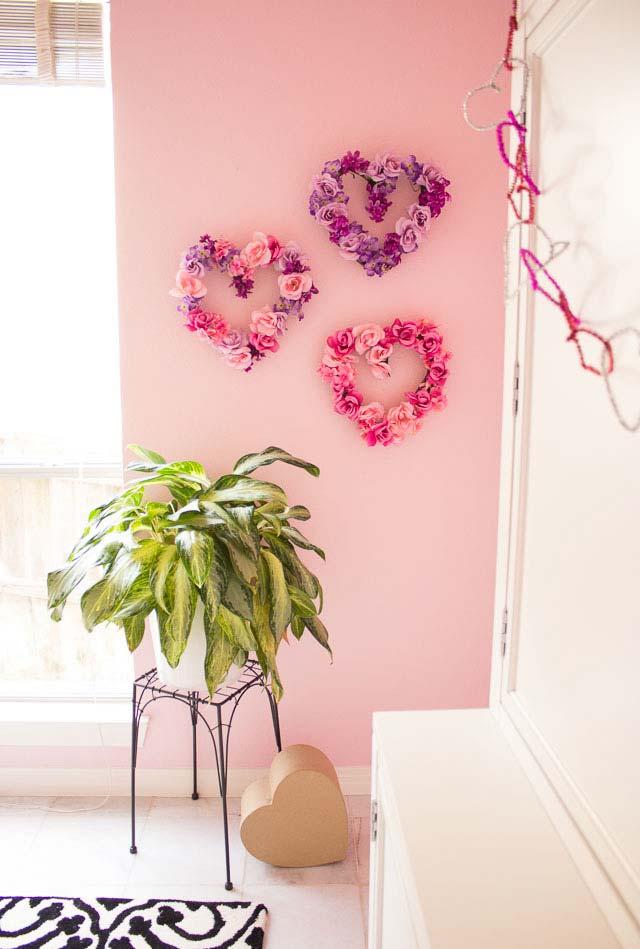 Guirlandas-corações feitas com flores naturais ou artificiais