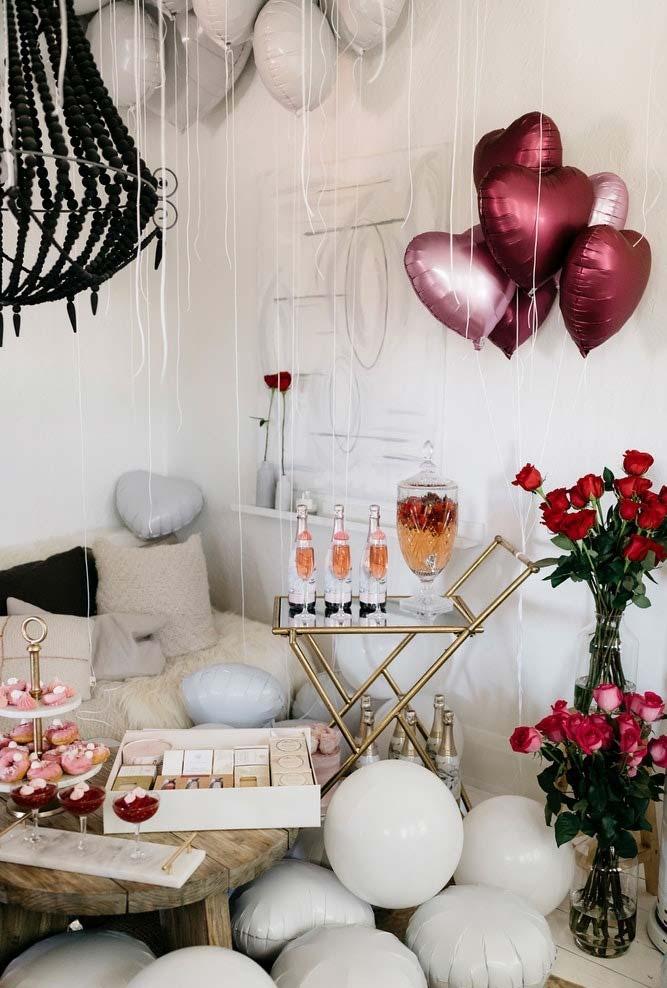 Decoração festa Dia dos Namorados com balões
