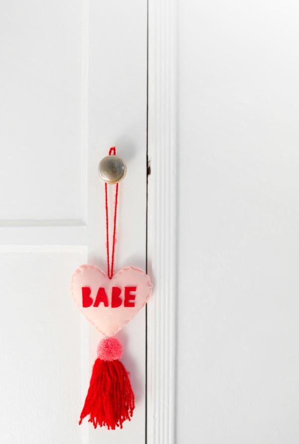 enfeite para porta do Dia dos Namorados em feltro