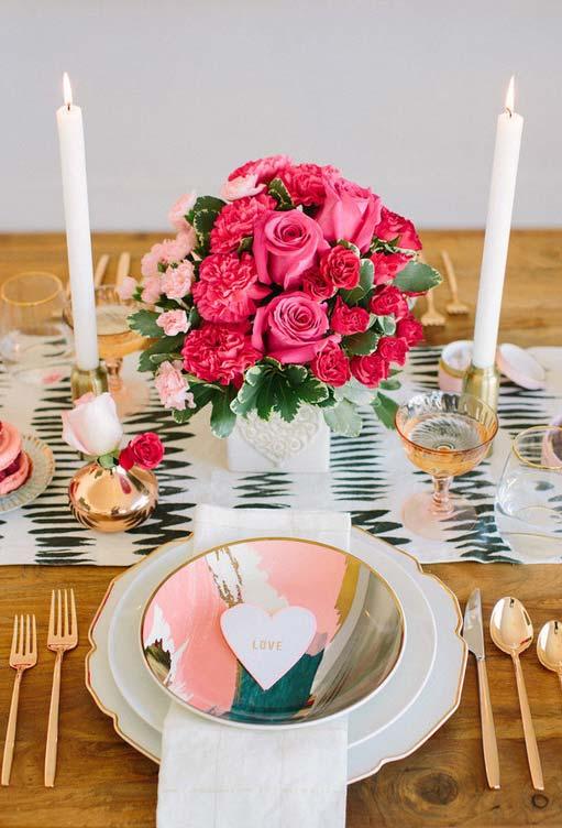 Decoração de mesa para jantar especial de Dia dos Namorados