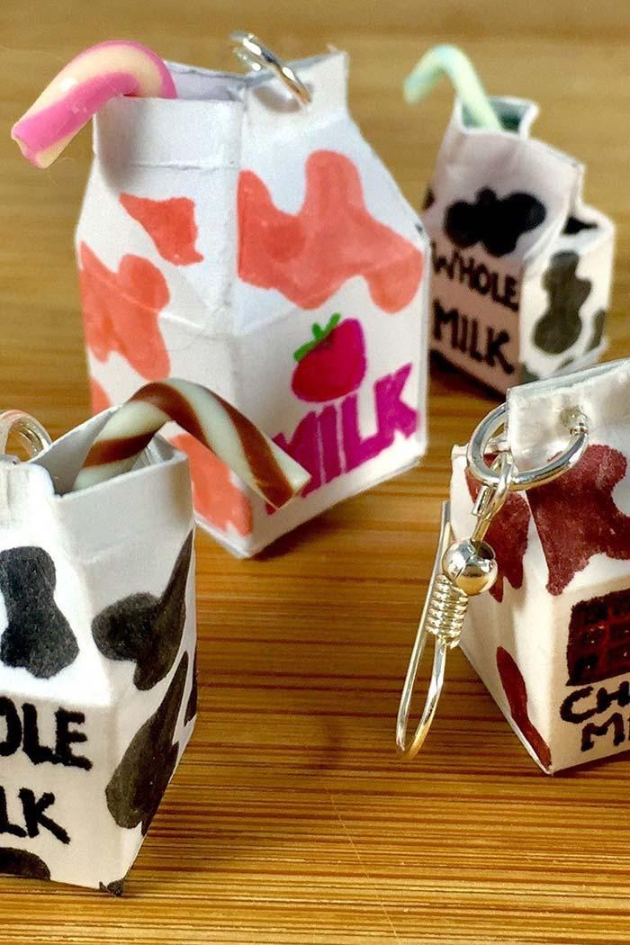 Chaveirinhos pingentes com caixa de leite