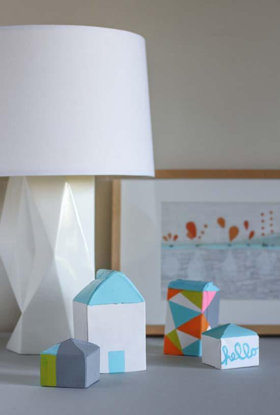 Casinhas e outros objetos decorativos com base de caixa de leite vazia