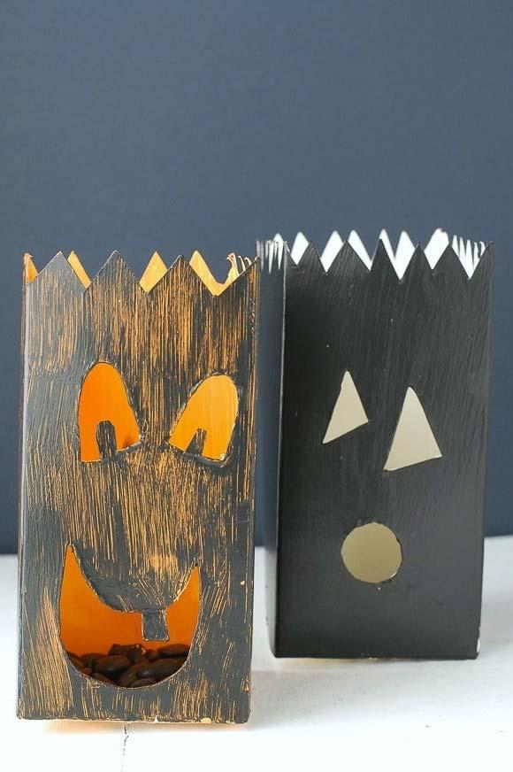Decorações artesanais para o Dia das Bruxas com caixa de leite
