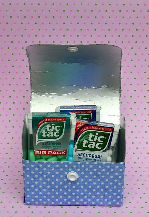 Bolsa ou carteira com caixa de leite