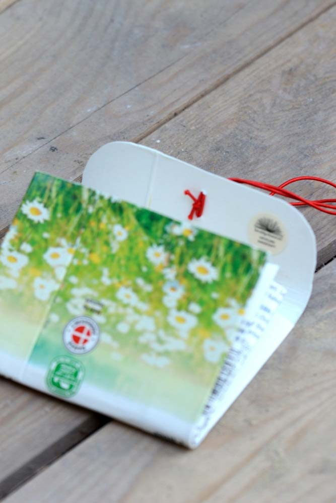 Outro modelinho de carteira feita com caixa de leite para te inspirar