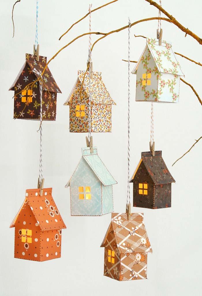 Ideia de porta-velas suspenso: casinhas estampadas feitas com caixas de leite super charmosas