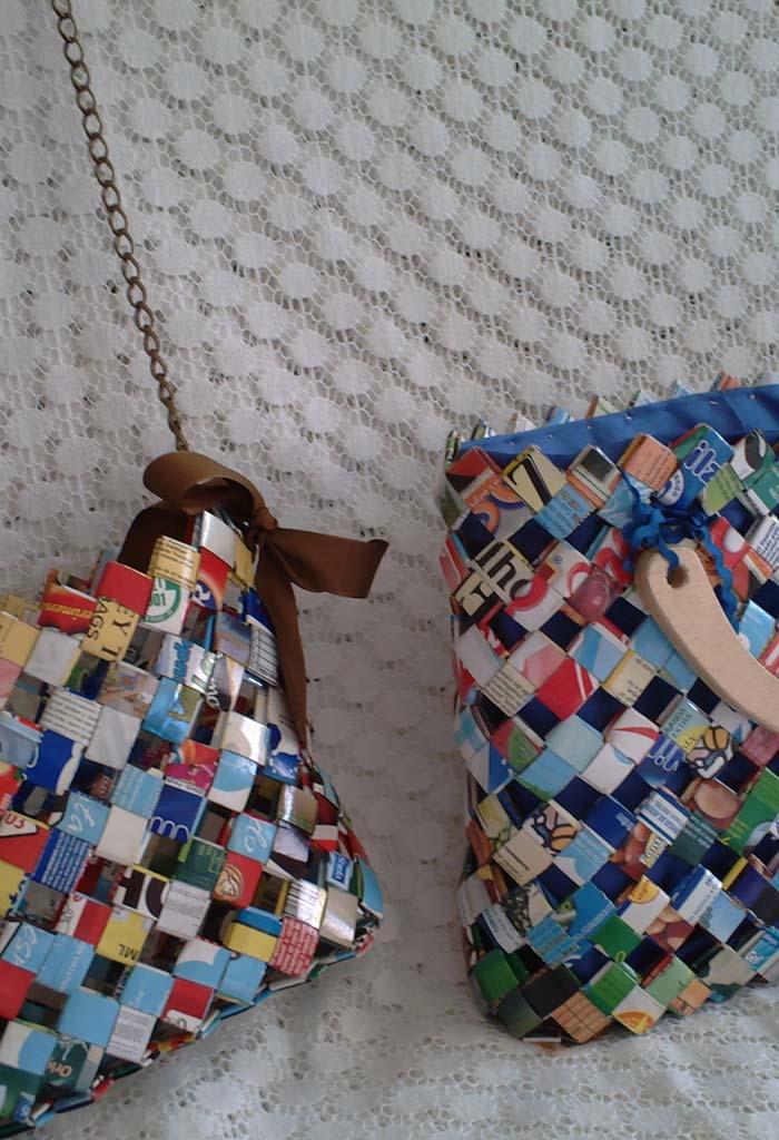 Bolsa feita com caixas de leite