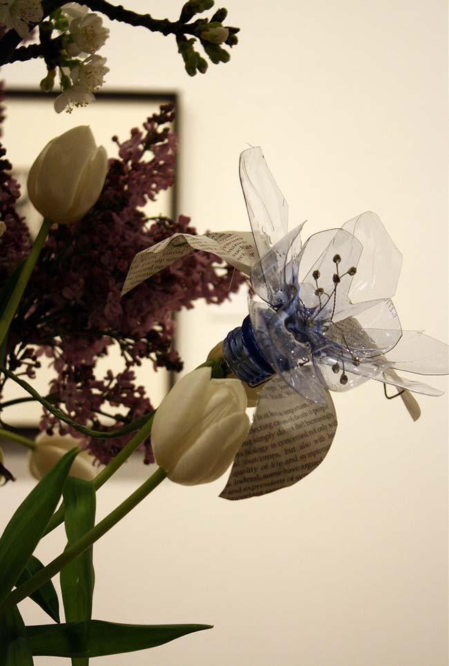 Artesanato com garrafa pet: flores delicadas