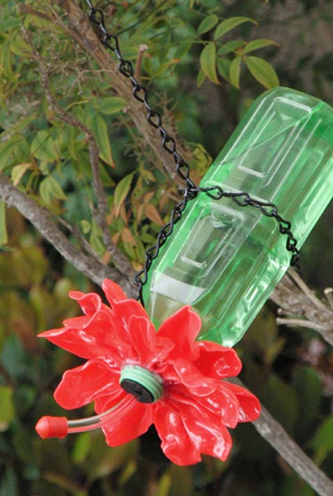 Bebedouro para pássaros artesanal e com garrafa pet