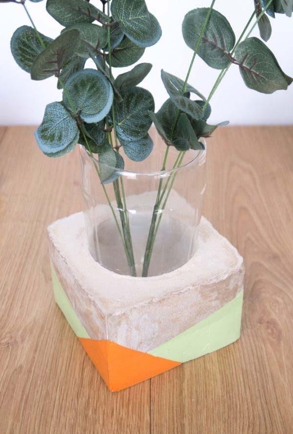 Um vaso diferente para suas flores e folhas