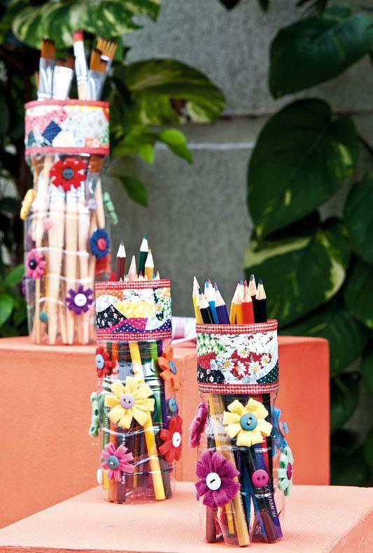 Porta-lápis e porta-pincéis customizados de artesanato com garrafa pet