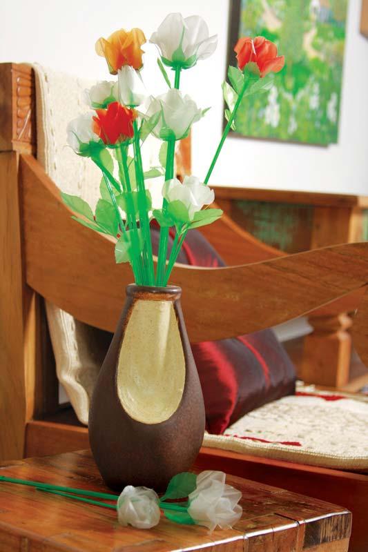 Mais ideia de flores de garrafa pet para fazer um arranjo e decorar sua casa