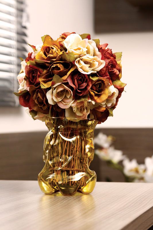 Artesanato com garrafa pet: um vasinho super colorido para abrigar suas flores