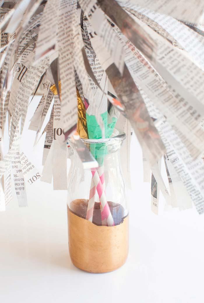 Artesanato com jornal: arranjos de mesa para festa