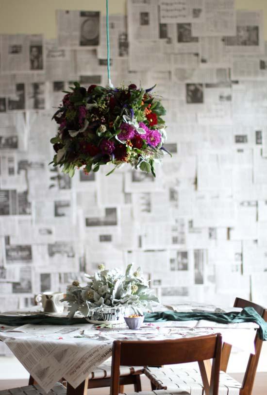 Cobertura para parede e para a mesa também! Jornal como estampa para diversas superfícies
