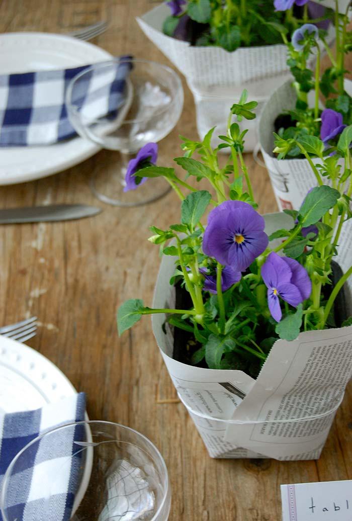 Embalagens para plantinhas com folhas de jornais