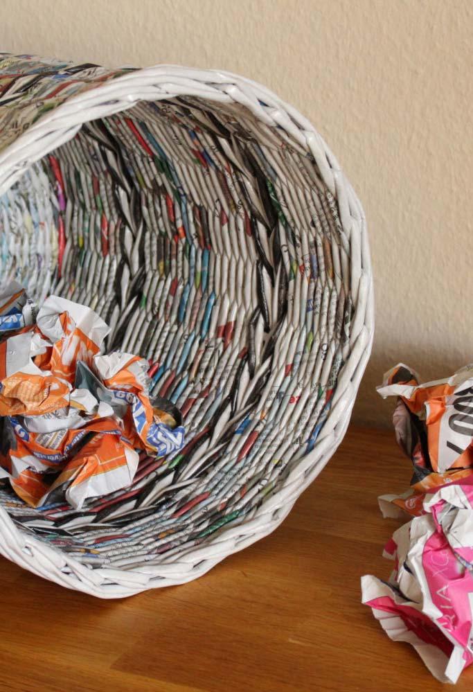 Artesanato com jornal: cesta com a trama mais fechada para quem está no nível avançado