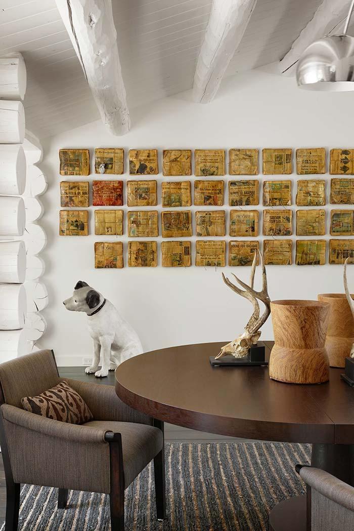 Painel de jornais como decoração de parede para casa
