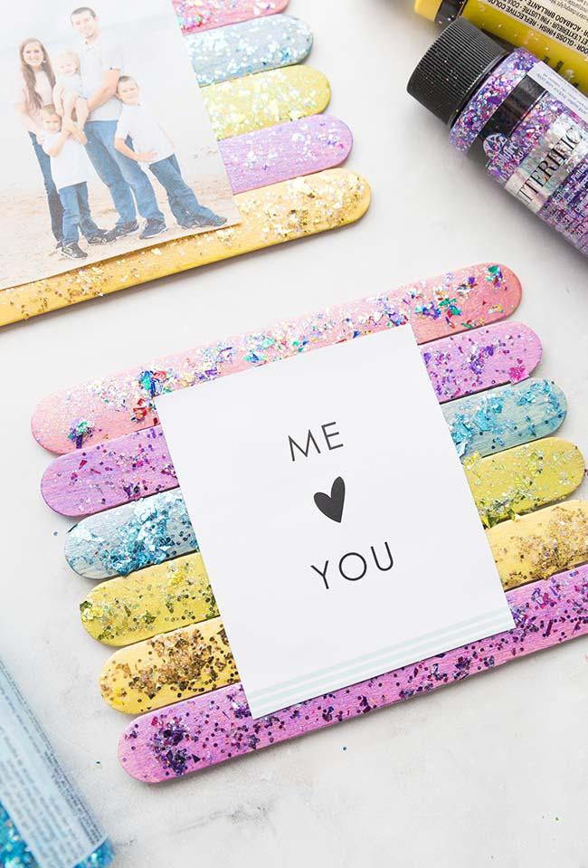 Mensagens para espalhar por todos os lugares: base de palitos de picolé coloridos