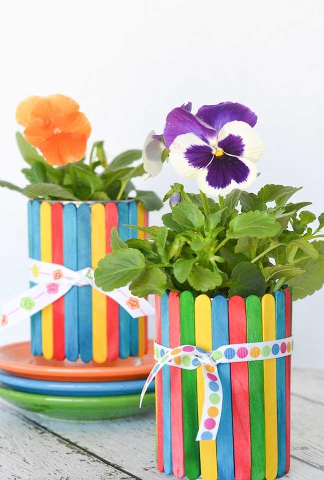 Cachepots coloridos para suas plantinhas: especialmente fácil de fazer com as crianças