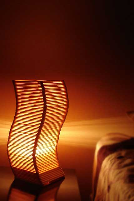 Artesanato com palito de picolé: luminária em onda