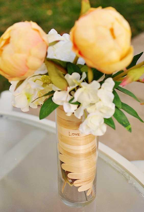 Enfeite para vasinho de vidro com palito de sorvete