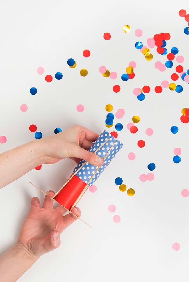 Disparador de confetes de artesanato com palito de picolé
