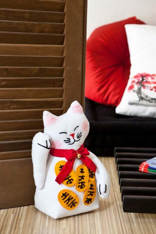 O gato da sorte japonês em feltro