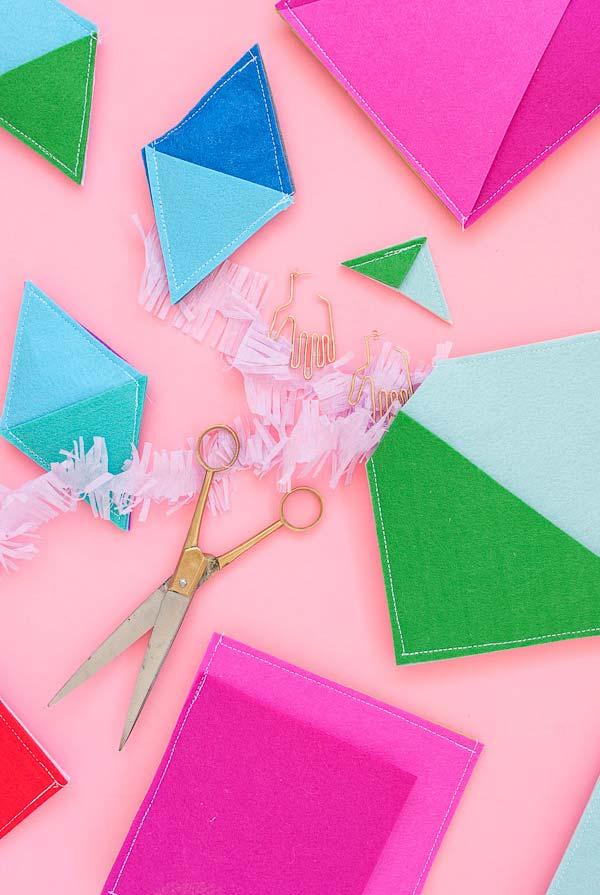 Bandeirinhas e balões de artesanato em feltro