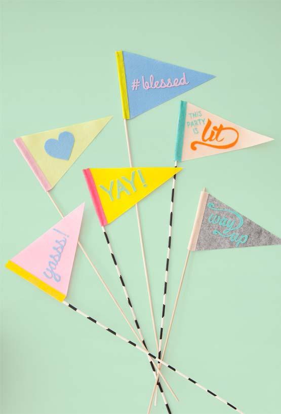Bandeirinhas coloridas de artesanato em feltro
