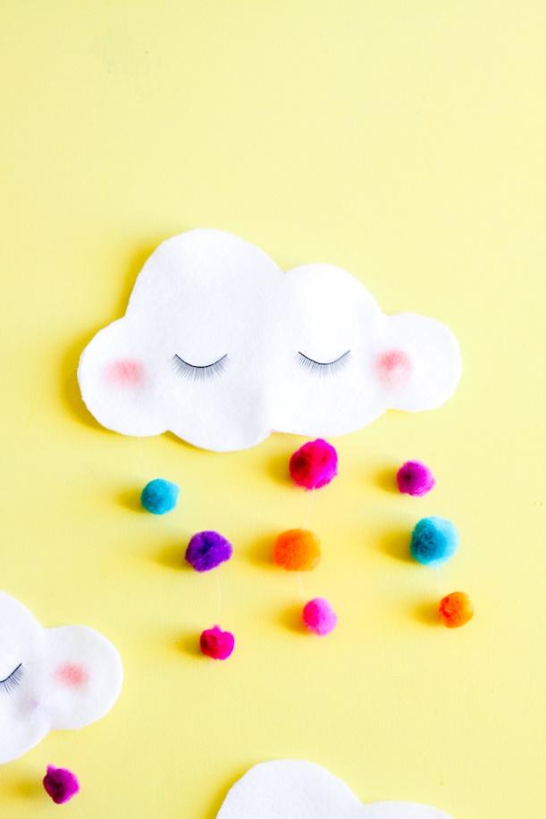 Outra ideia de nuvenzinha em feltro cheia de personalidade