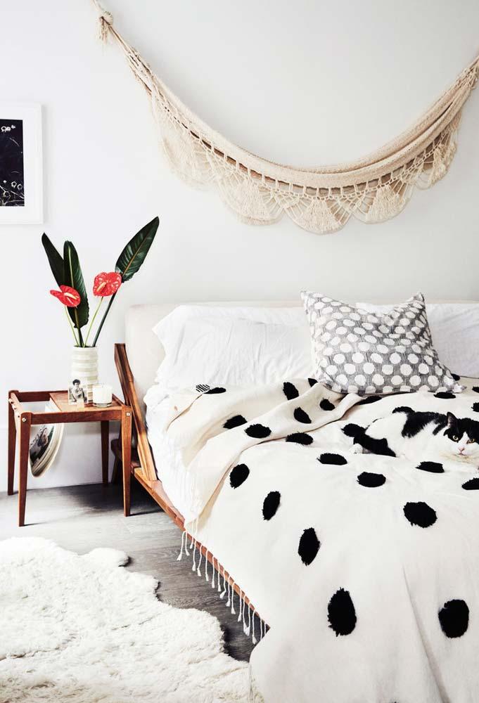 Quarto rústico com cama japonesa