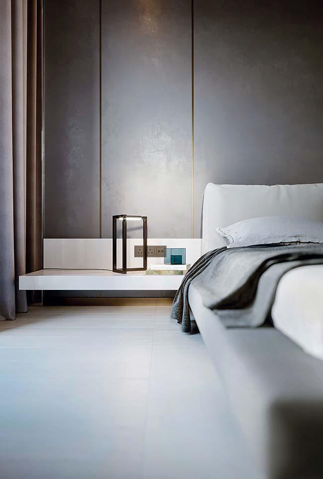 Detalhe da cama japonesa e mobiliário no quarto