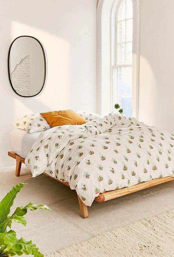 Base de madeira rústica no quarto