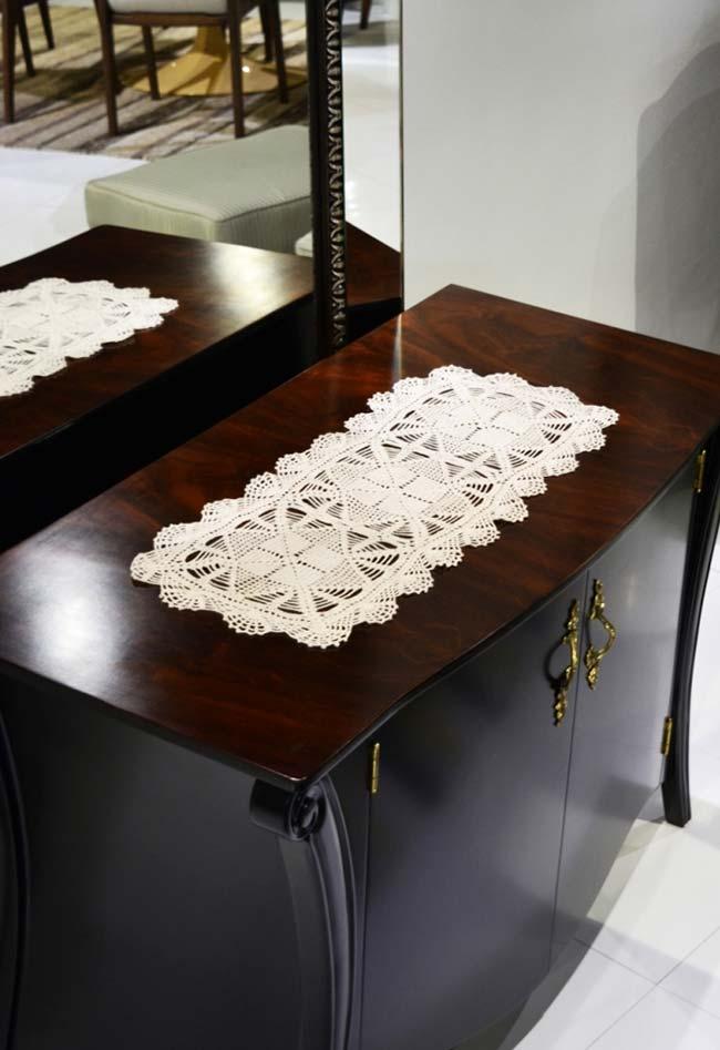 Caminho de mesa de crochê simples rendado