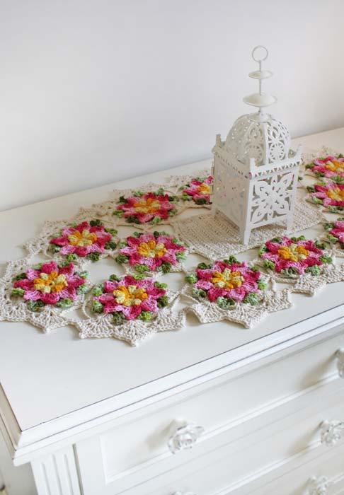 Outros formatos e desenhos para o caminho de mesa de crochê