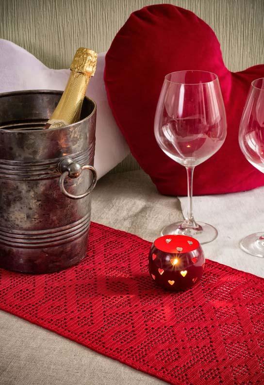 Caminho de mesa de crochê retangular em vermelho com padrão diagonal