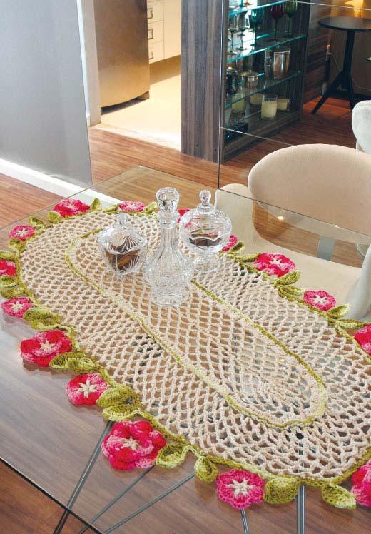 Franja florida e colorida para o seu caminho de mesa de crochê