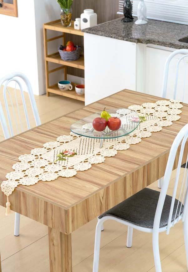 Caminho de mesa de crochê em tons pastéis