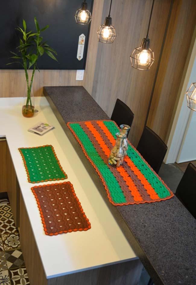 Caminho de mesa de crochê em conjunto de jogo americano