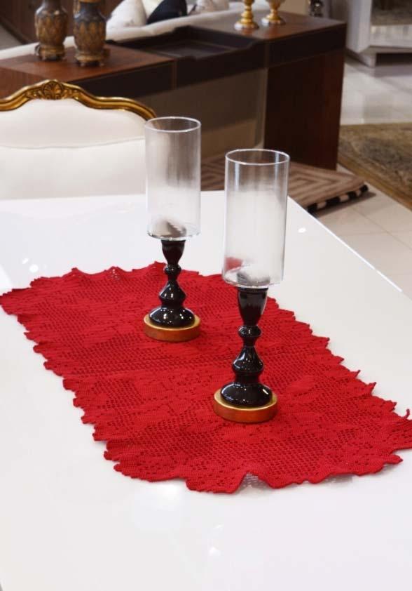 Caminho de mesa de crochê simples em vermelho