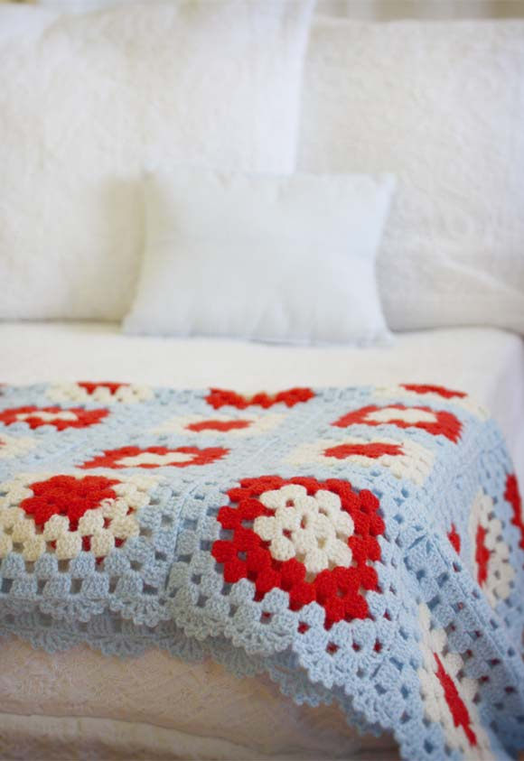 Colcha de colo florida para um toque final nos pés da cama