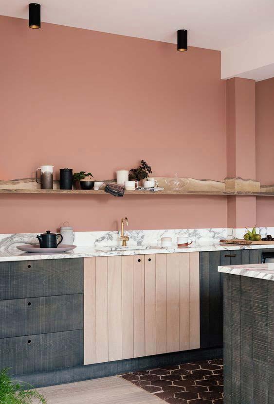 Cozinha rosa antigo num clima simples e rústico