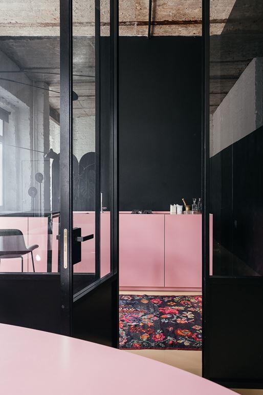 Cozinha rosa e preto planejado