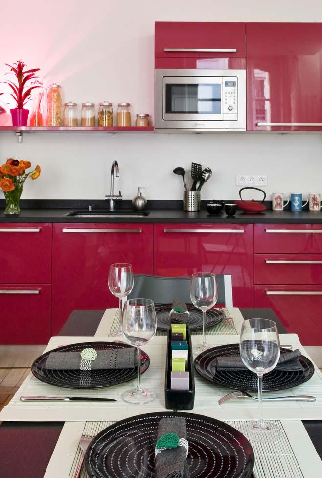 Pink escurecido nos armários da cozinha
