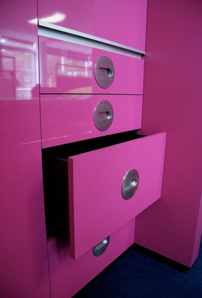tom de rosa vibrante que pode ser utilizado nos seus armários de cozinha