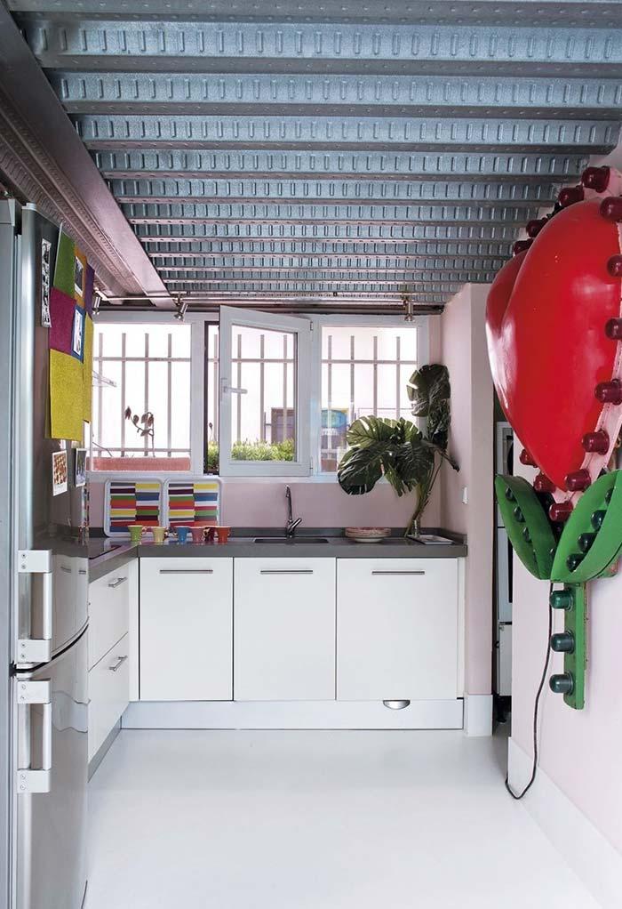 Fundo rosa para encaixar seus eletrodomésticos, decorações e lembranças