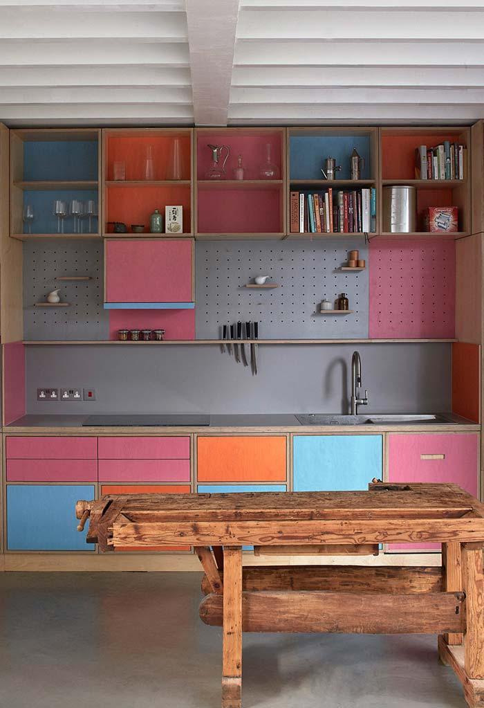 Cozinha rosa: explore as outras possibilidades de composição com a cor rosa, seja o azul, verde, cinza ou até o laranja!